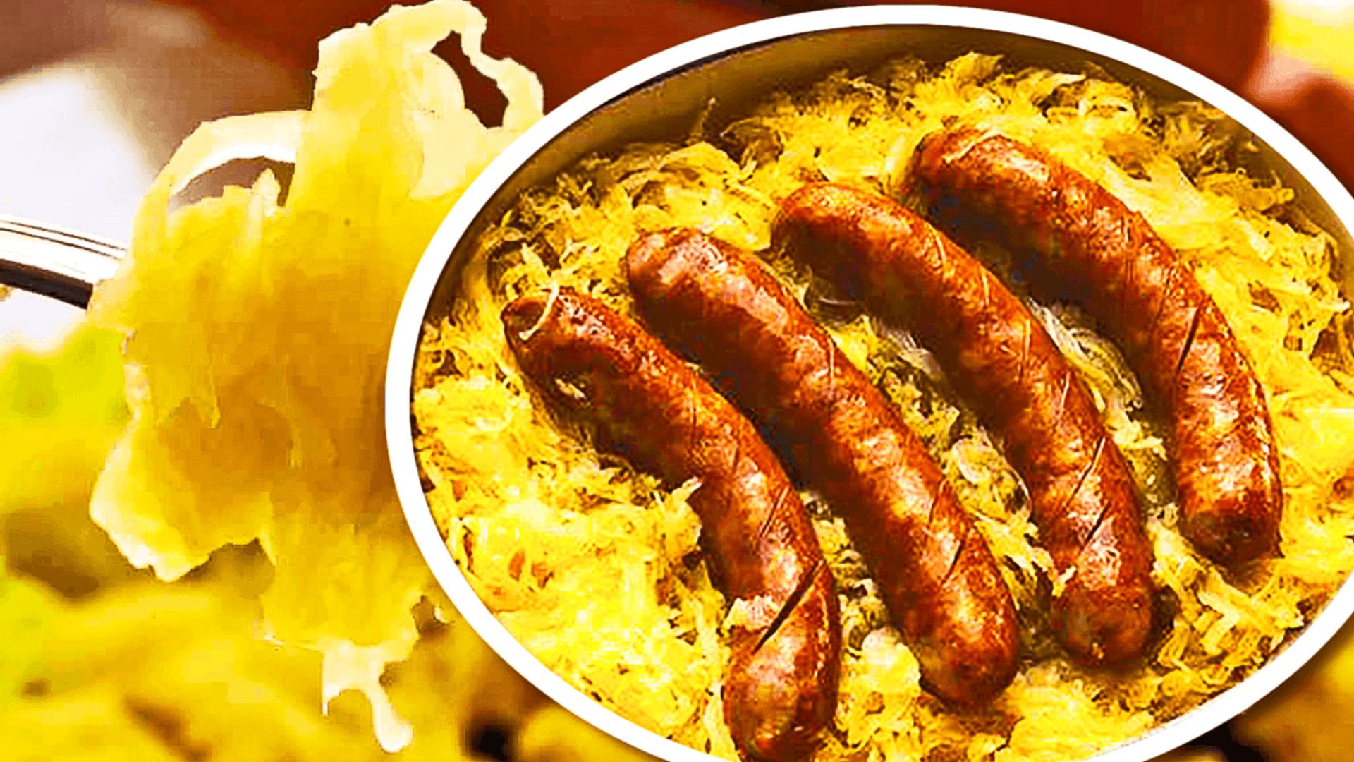 Cârnați la Cuptor cu Cartofi și Varză Murată