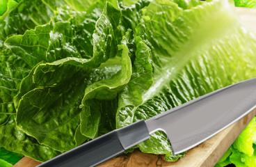 Cum se Taie Salata Verde cu un Cuțit de Bucătărie în 4 Pași<span class=