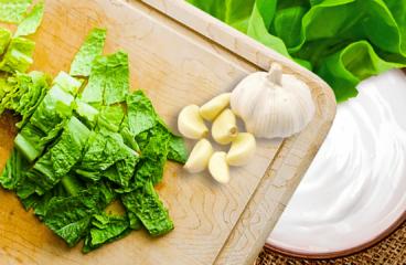 Salată Verde cu Iaurt și Usturoi în 4 Pași<span class=