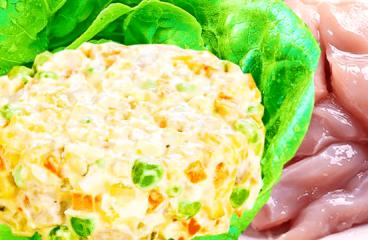 Salată de Boeuf cu Pui (Piept de Pui cu Maioneză și Legume în 9 Pași)<span class=
